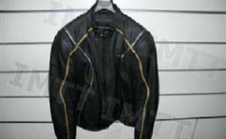 Na condução de motociclos, a utilização de blusões adequados deve entender-se como: