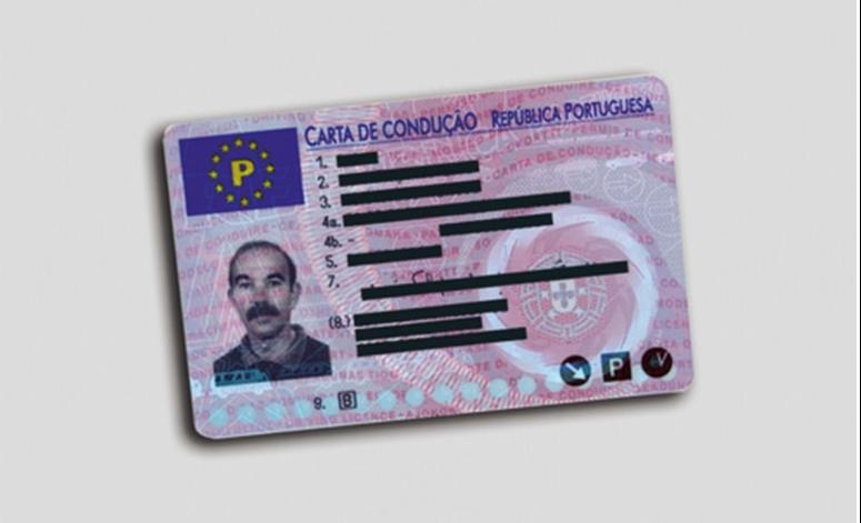 Um condutor habilitado com a carta de condução de automóveis pesados pode conduzir: