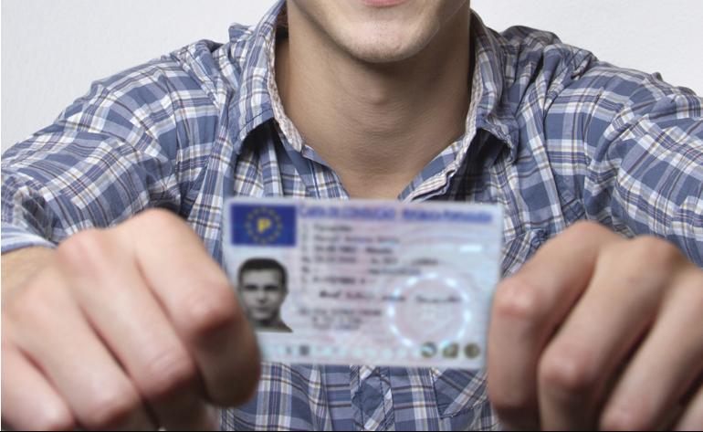 Um condutor habilitado com a carta de condução da categoria D pode conduzir todos os automóveis.