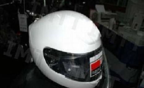 Durante a condução de um motociclo, quanto mais leve for o capacete:
