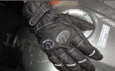 As luvas adequadas à condução de motociclos devem ser sempre utilizadas pelos seus condutores?