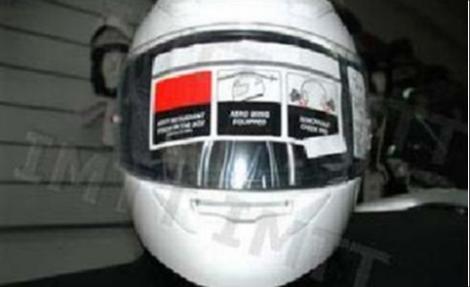 Na aquisição de um capacete integral (com proteção da face e do maxilar), devidamente homologado, o utilizador deve ter em atenção: